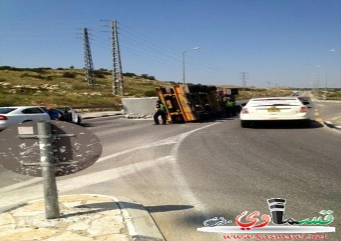 انقلاب حافلة للنقل الثقيل في مدخل البلدة